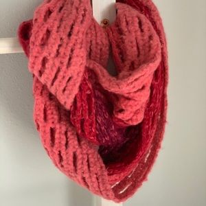 Ombré Pink/Red Knit Infinity Scarf